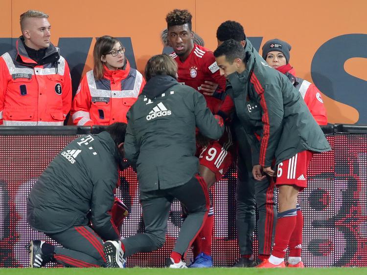 Coman es atendido en la banda tras sufrir la lesión. (Foto: Getty)