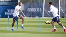 Neymar y Messi en un entrenamiento en París.