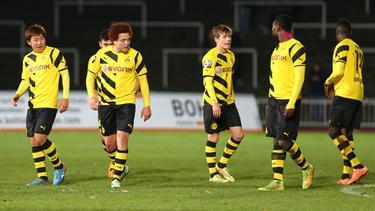Mustafa Amini (2.v.l.) ließ kein gutes Haar am BVB