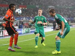 Alex Teixeira hatte gegen Florian Kainz und Stephan Auer die Oberhand
