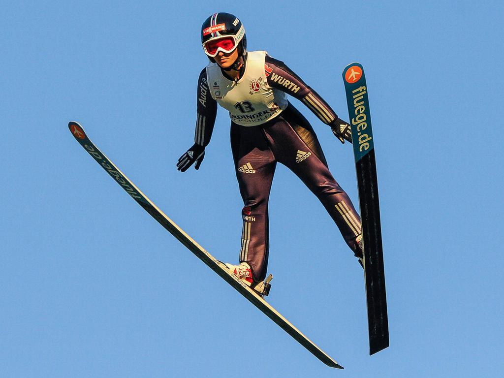 Katharina Althaus springt zweimal in die Top-Ten