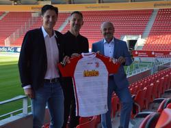Achim Beierlorzer (M.) ist der neue Cheftrainer des Jahn (Fotoquelle: Vereinshomepage)