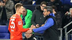 Die Rote Karte für Nübel (l.) war laut Schalke-Coach Wagner (r.) berechtigt