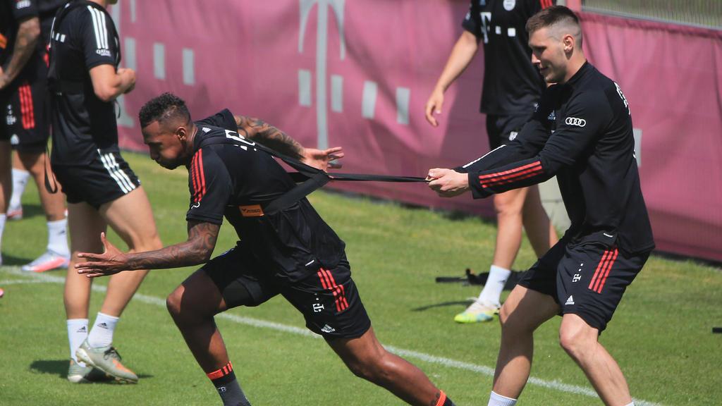Jérôme Boateng (l.) ist Niklas Süle derzeit wohl ein Stück enteilt