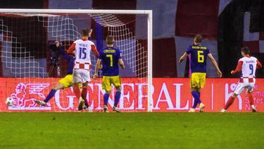 Kramaric (r.) traf zum 2:1-Endstand für Kroatien