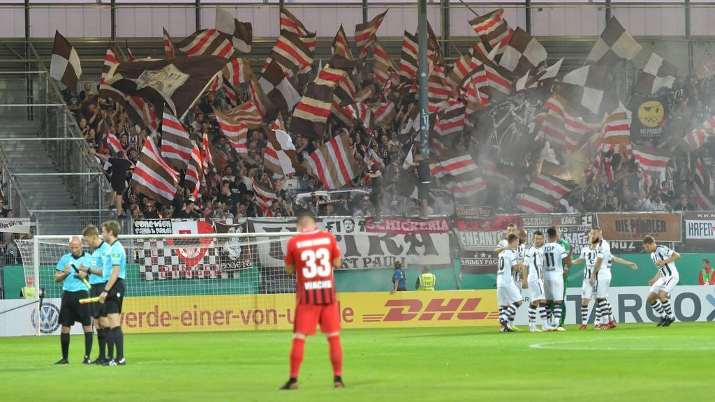 Fans von St. Pauli zündelten im DFB-Pokal