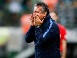 Pablo Bengoechea se desgañita desde la zona técnica. (Foto: Getty)