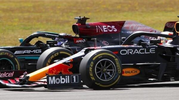 Lewis Hamilton und Max Verstappen kämpfen auf Augenhöhe