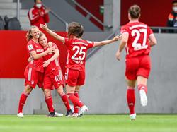 Die Bayern-Spielerinnen bejubeln den Titelgewinn