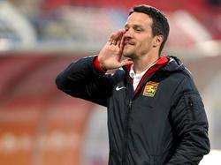 Trainer Oliver Lederer wirkt zuversichtlich vor dem Spiel