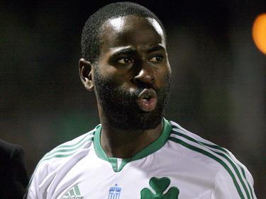 Quincy Owusu-Abeyie tuit zijn lippen tijdens een wedstrijd tussen APO Levadiakos en Panathinaikos. (04-02-2012)