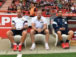 Jens Keller (Mitte) hat jede Menge Erfahrung