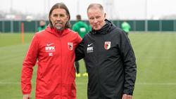 Stefan Reuter (r.) glaubt an den Klassenverbleib des FC Augsburg