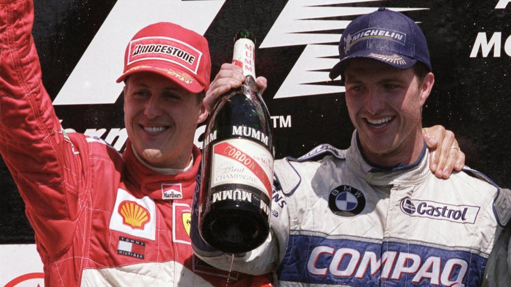 Michael und Ralf Schumacher freuen sich über den Doppelerfolg in Kanada 2001