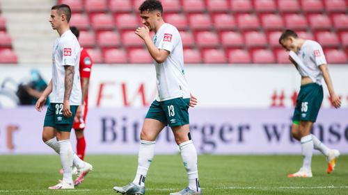 Hängende Köpfe bei den Werder Spielern.