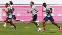 Die Zukunft von Thiago (l.), Javi Martínez (2.v.r.) und Jérôme Boateng (r.) ist noch ungewiss