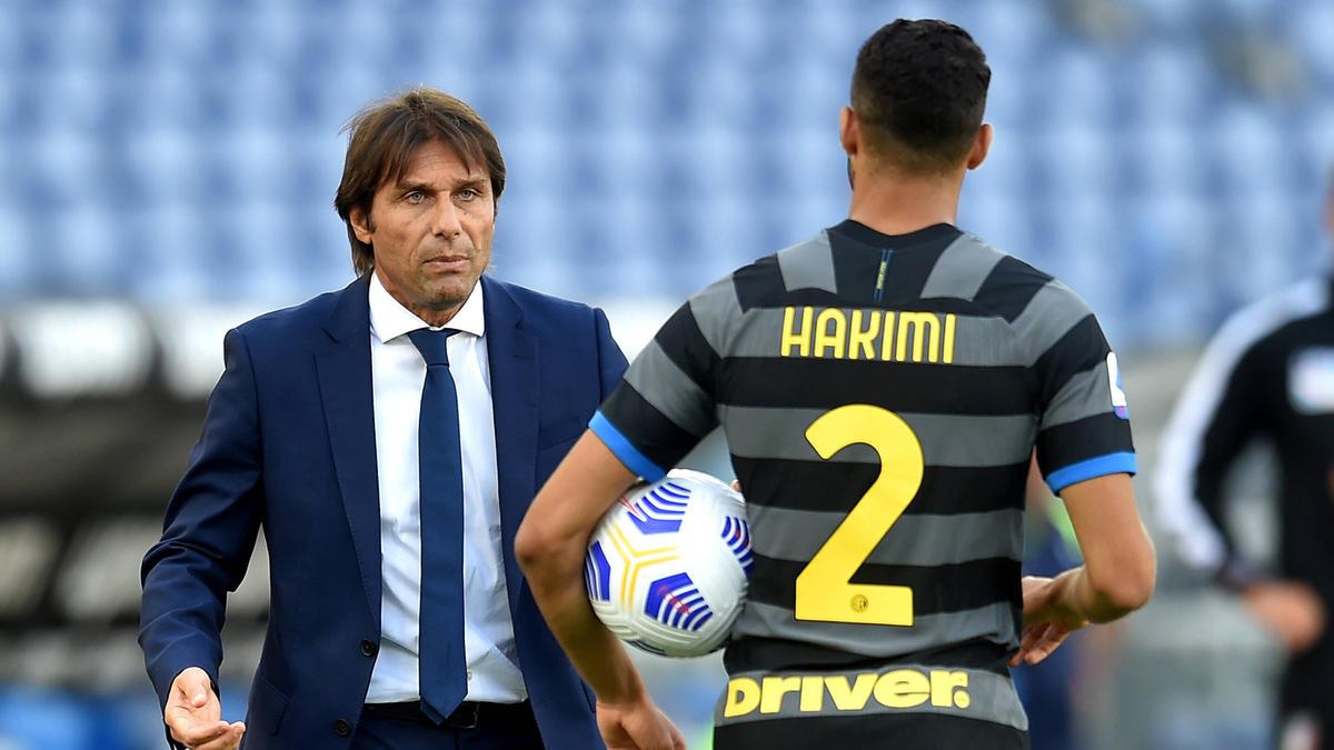 Antonio Conte (l.) stichelt gegen den BVB
