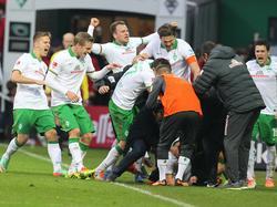 Späte Erlösung: Werders Team feiert ausgelassen den Ausgleich von Ludovic Obraniak