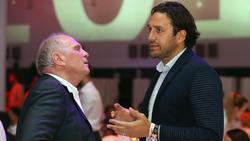 Luca Toni (r.) im Gespräch mit Uli Hoeneß (l.), Präsident des FC Bayern