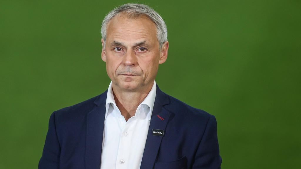 Olaf Thon hofft auf den Wiederaufstieg des FC Schalke 04
