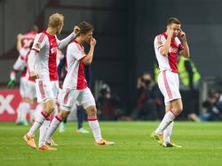 Niklas Moisander (r.) in extase na het winnende doelpunt van Kolbeinn Sigþórsson. Nicolai Boilesen (l.) en Joël Veltman (m.) kijken toe. (19-01-2014)