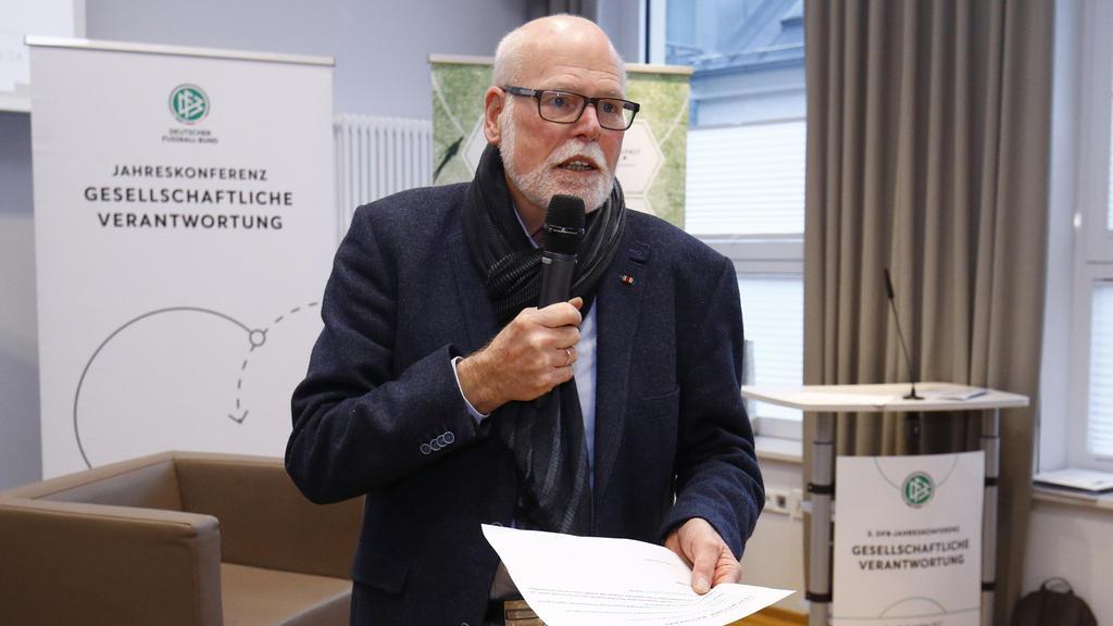 Fanforscher Gunter A. Pilz hat zum Rundumschlag ausgeholt
