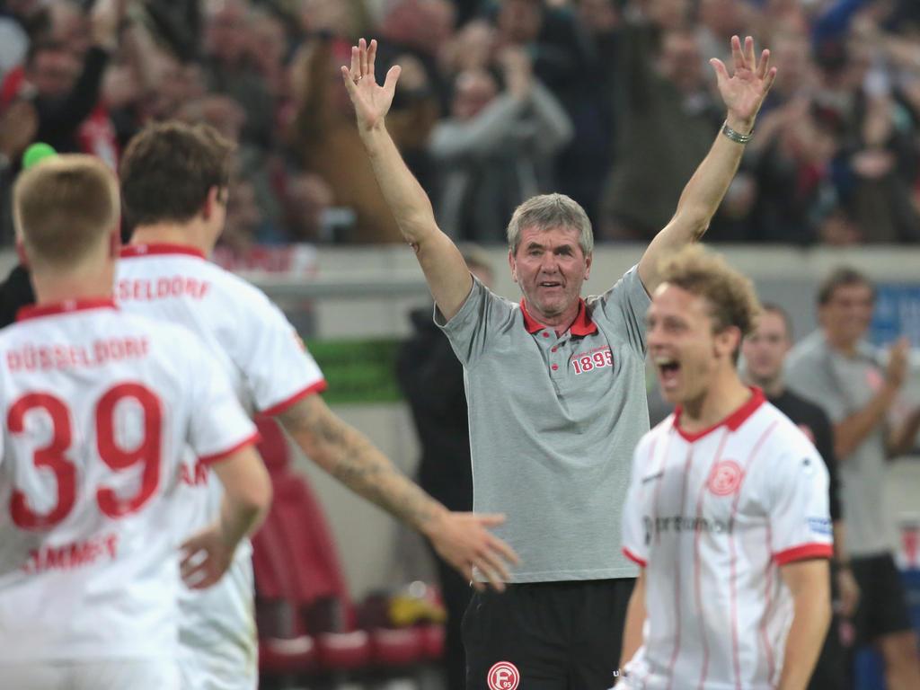 Friedhelm Funkel reist als Tabellenführer nach Bielefeld