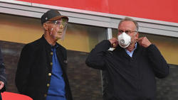 Hält viel von Bayern-Coach Hansi Flick: Ehrenpräsident Franz Beckenbauer (l.)