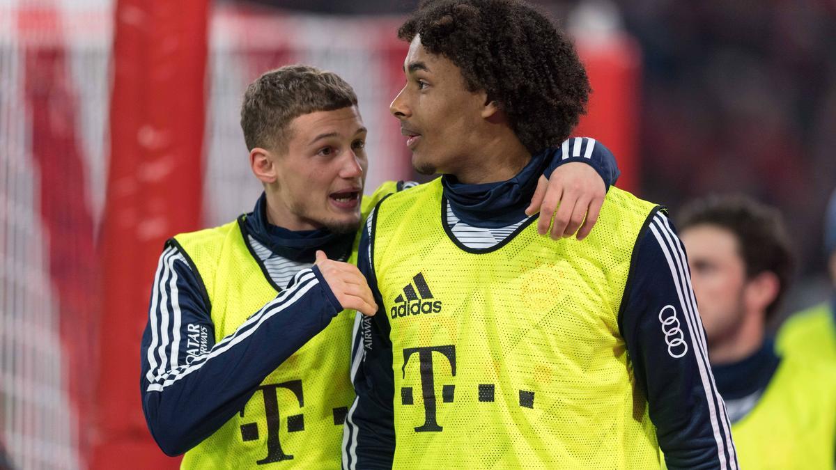 Verlassen Michael Cuisane (l.) und Joshua Zirkzee den FC Bayern?