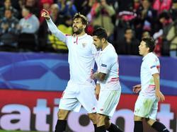 Llorente y Vitolo celebran el gol de la victoria del Sevilla. (Foto: Imago)