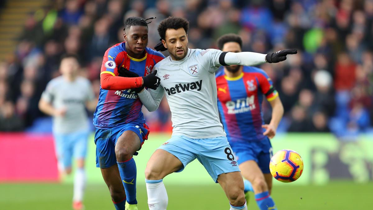 Aaron Wan-Bissaka (l.) beackert bei Crystal Palace die rechte Abwehrseite