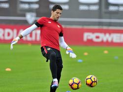 David Soria entrenando con el Sevilla. (Foto: Getty)