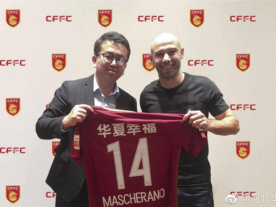 Javier Mascherano (re.) wechselt vom FC Barcelona nach China