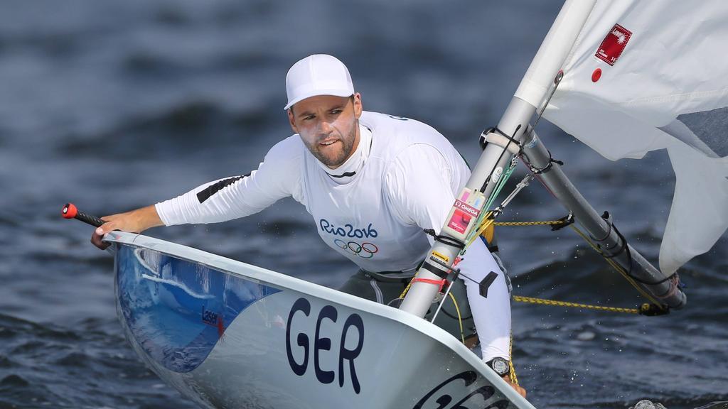 Philipp Buhl liegt im Laser in Führung