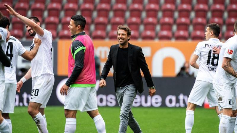 Der Vertrag von Trainer Markus Weinzierl beim FC Augsburg läuft nun noch eine weitere Saison