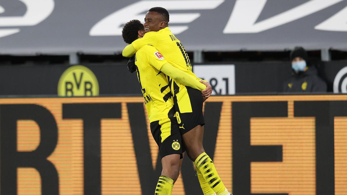 Youssoufa Moukoko (r.) und Jude Bellingham vom BVB darf auf den Titel Golden Boy 2021 hoffen