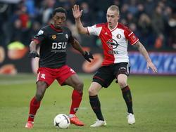 Excelsiorspeler Jordan Botaka (l.) in duel met Rick Karsdorp(r.) tijdens de Rotterdamse derby. (22-02-2015)