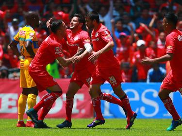El Toluca celbrando el gol de Reyna contra los Tigres. (Foto: Getty)