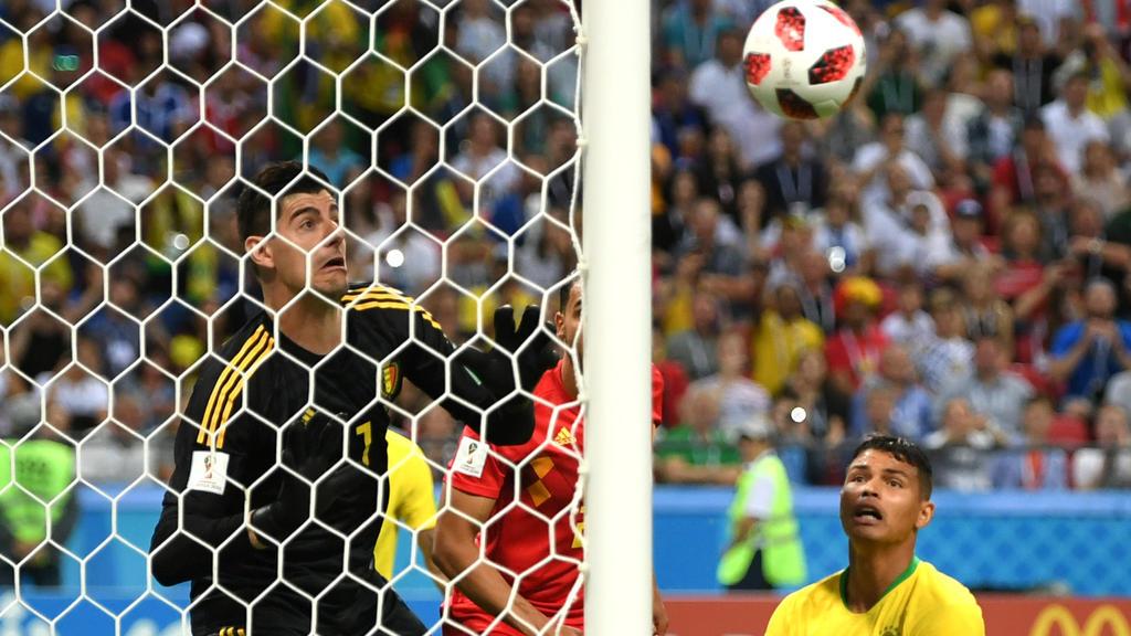 Thiago Silva scheitert am Pfosten!