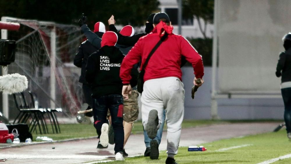 Bei den Angriffen wurden drei Fans des FC Bayern verletzt