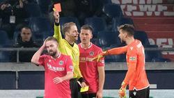 Marc Stendera (l.) konnte seinen Platzverweis gegen Darmstadt zunächst nicht nachvollziehen