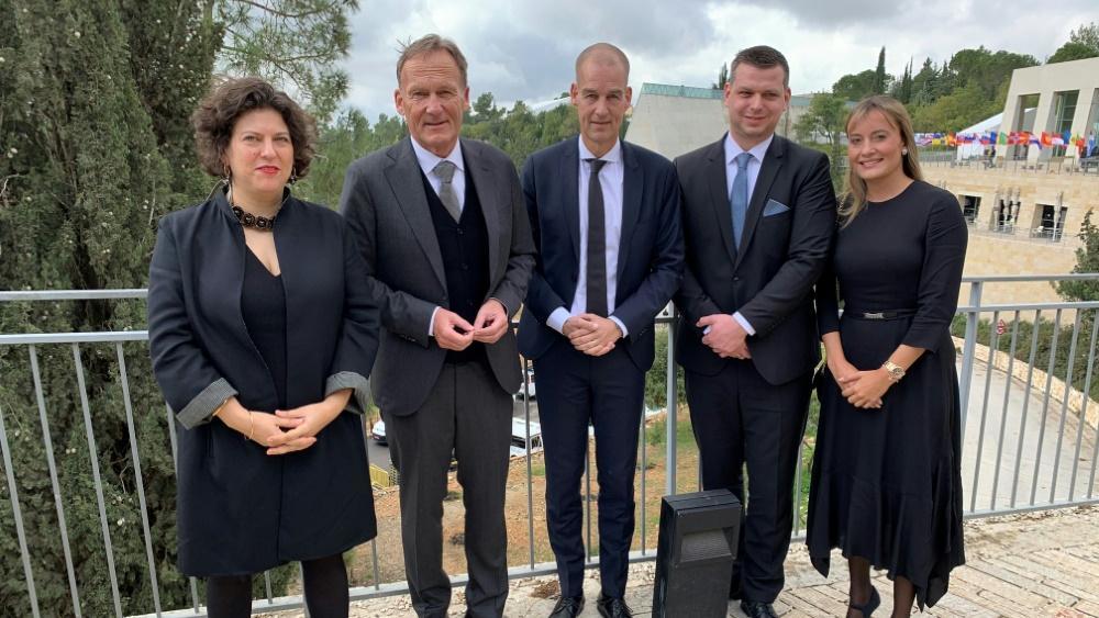 Welt-Holocaust-Forum: Hans-Joachim Watzke (2.v.l.) ist in Jerusalem