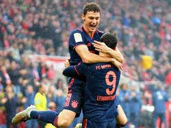 Die Bayern bejubeln die Tabellenführung