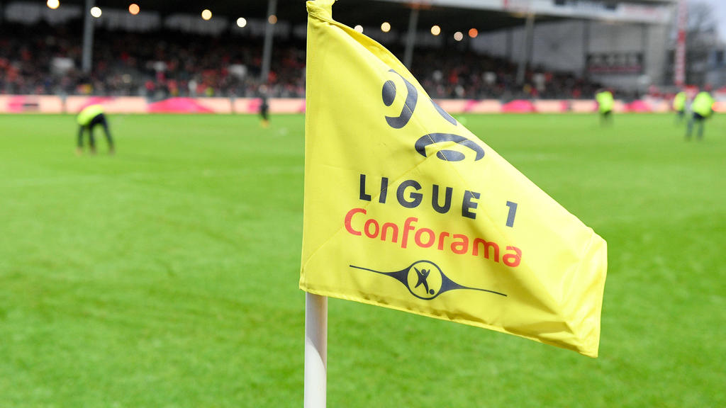 """法国足球赛季暂停""""直到进一步通知""""  - 源"""
