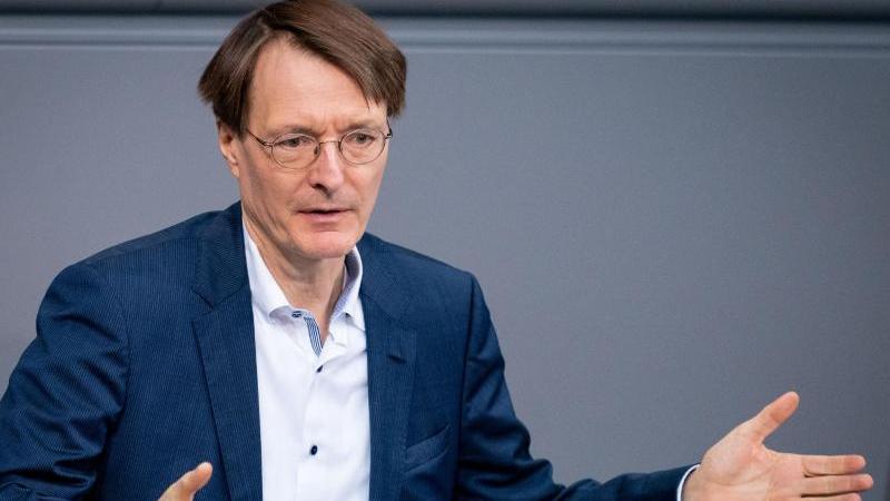 SPD-Gesundheitsexperte Karl Lauterbach glaubt nicht, dass die Fußball-EM in diesem Jahr stattfindet