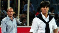 """Berti Vogts (l.) bezeichnet Joachim Löw als """"Toptrainer"""""""