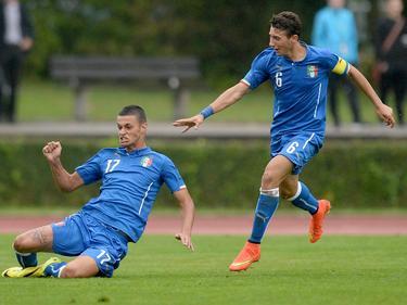 Gianluca Scamacca (l.) maakt een mooie schuiver om zijn doelpunt tegen Duitsland U17 te vieren. (12-09-2014)