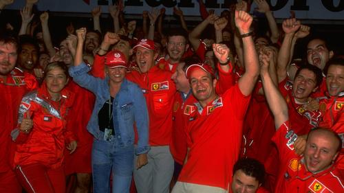 Nach dem Sieg beim Japan-GP feiert das Ferrari-Team den Weltmeistertitel