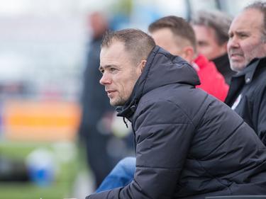 Kozakken Boys-trainer Danny Buijs bekijkt de competitiewedstrijd Kozakken Boys - AFC vanaf de zijkant (22-04-2017).