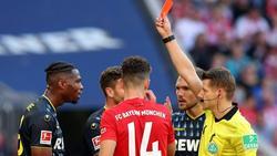 Kingsley Ehizibue (l.) darf gegen Berlin nur zuschauen